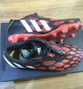 Бутсы(футбольная обувь с шипами)