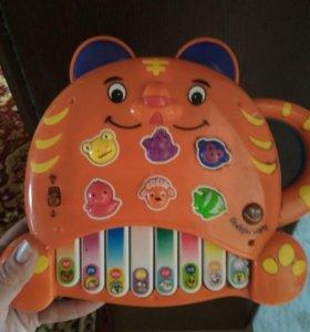 Музыкальная игрушка. Пианино