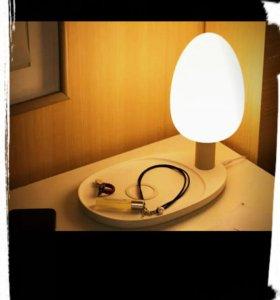 Настольная LED-лампа с функцией беспроводной зар