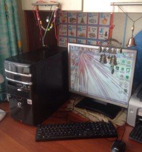 Системный Блоком монитором клавиатурой и мышкой