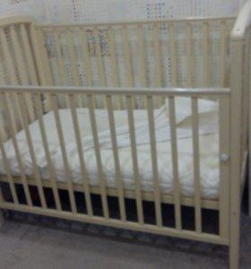 Продается кроватка +матрас+защитный чехол