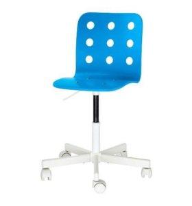 Детский стул для письменного стола IKEA.