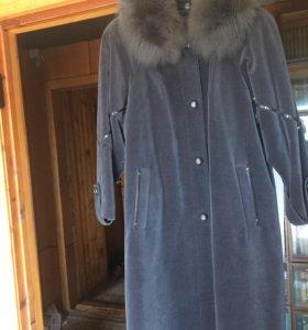 Пальто вилюровое Италия