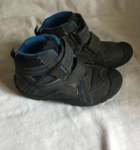 Ботинки на мальчика б/у в хорошем состоянии