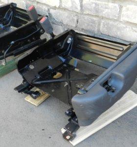 База от передних сидений Recaro Mitsubishi Pajero2