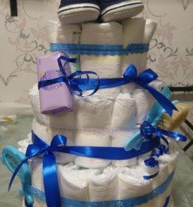 Торт из подгузников в подарок на рождение малыша