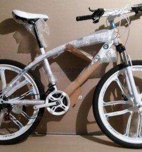 Велосипед на литых десятилучевых дисках