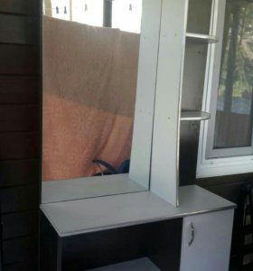 Шкаф с зеркалом для парикмахера