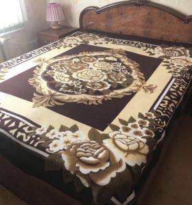 Двуспальная кровать и 4 матраса