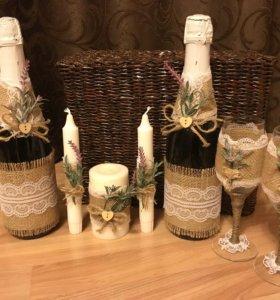 Бутылки , бокалы, свадебный декор.