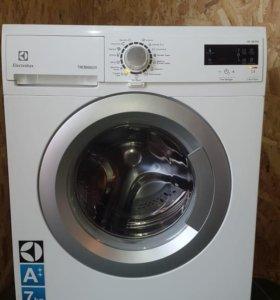 Идеальная стиральная машина Electrolux 45 см 7 кг