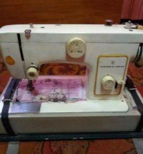 Швейная машина Чайка132м