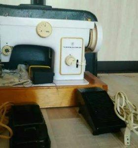 Швейную машинку Чайка132м в