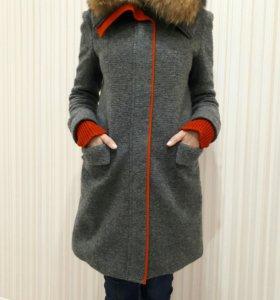 Стильное пальто фирмы Fendi (Италия)