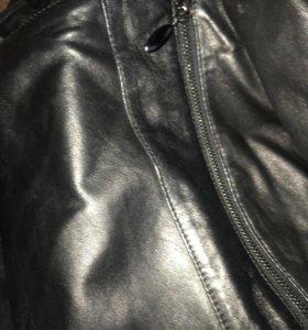 Кожаная куртка (3 года ) или на материал
