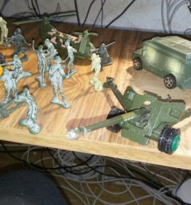 Игрушки , солдатики
