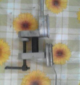 Приспособление для раскрутки (выпрямления) крышек