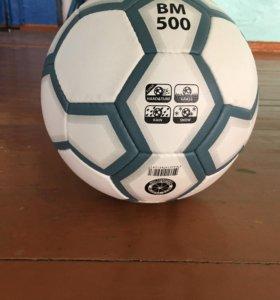 Мяч футбольный ( новый) , в магазине стоят 1300
