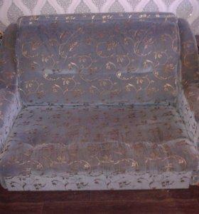 Малогабаритный диван и кресло