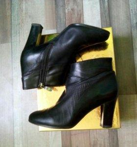 Кожаные ботинки женские,каблуки