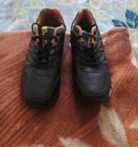 Новые кроссовки. 44 размер.