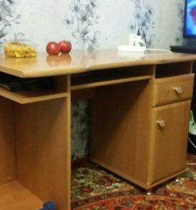 Письменый стол.