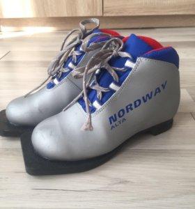 Лыжные ботинки р. 32