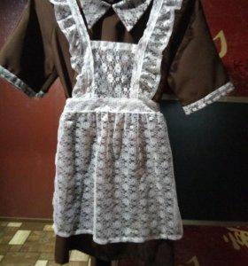 Платье с фартуком
