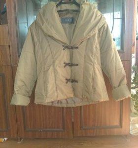 Продам куртку женскую.
