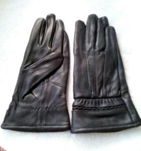 Коженые перчатки