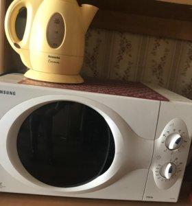 Микроволновка и чайник
