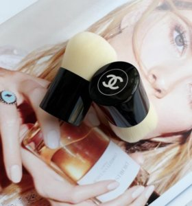 Кисть кабуки chanel les beiges