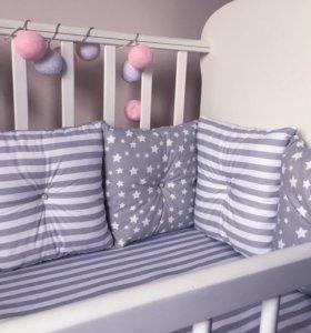 Бортики и простынь в кроватку