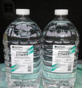 Пластиковые бутылки из под спирта.