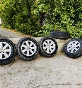 Шипованные шины на дисках 235/65 R17