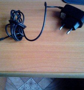 Продаю зарядку и две пары usb-провода