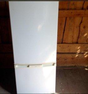 Холодильник двухкамерный