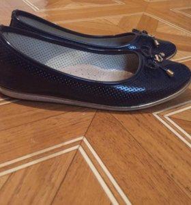 Туфли 35 и 37 размер почти новые