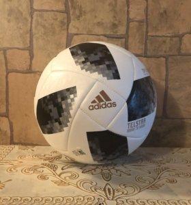 Футбольный мяч Adidas Telstar.