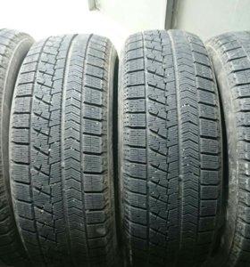 225/60 R17 Bridgestone Blizzak VRX, почти новые
