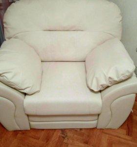 Кресло кожаное новое.