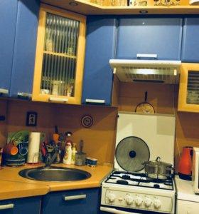 Кухонный гарнитур, газовая плита
