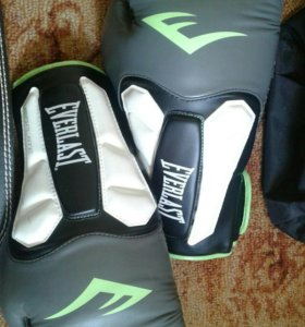 Боксерские перчатки Everlast Prime