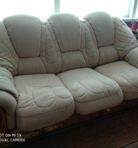 Холл. Диван. Кресла.