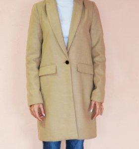 Бежевое пальто Pull & Bear