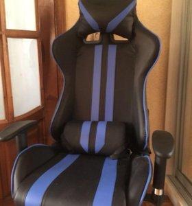 Продам новое игровое компьютерное кресло