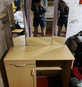Детская стенка и туалетный столик с зеркалом