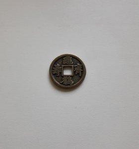 Монета с дырочкой с птицей и черепахой китай