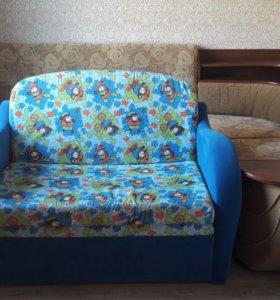 Детский мало гоборитный диванчик.