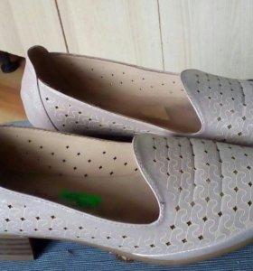 Новые стильные туфли38 размер